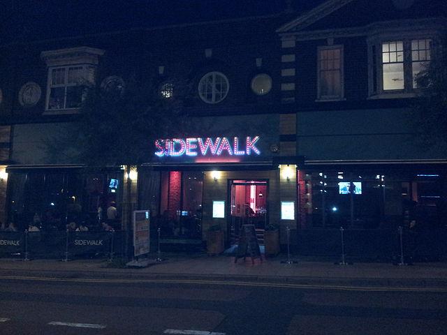 Sidewalk Bar | © BlueStar83/Wikimedia
