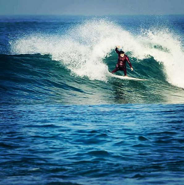Surfing in Israel © Uri Magnus/Instagram