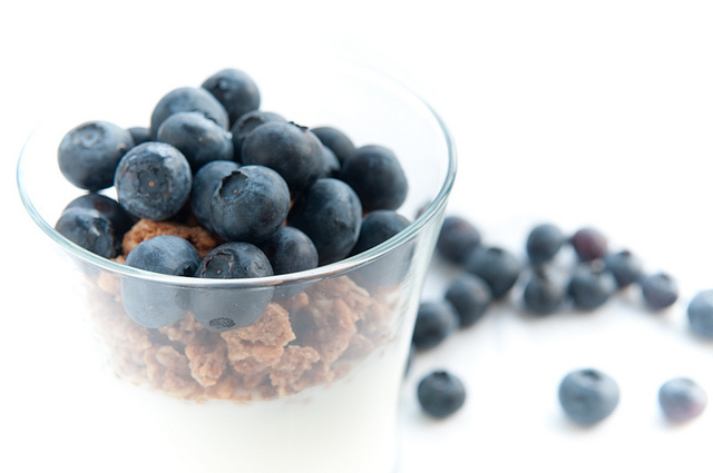 Yogurt Parfait with Granola and Blueberries | ©Pen Waggener/Flickr