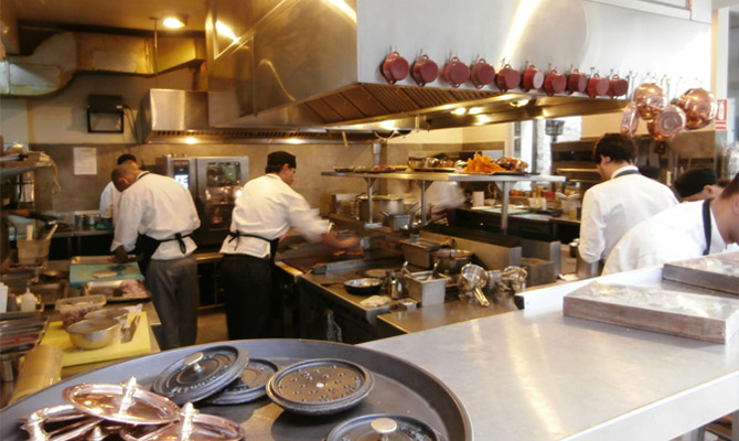 The kitchen at Central Restaurante | © WineDirector, via WikiCommons