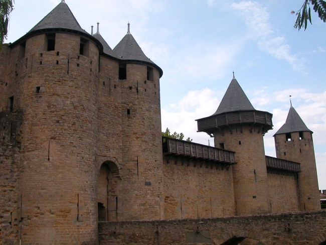 The walls and towers of the Cité | © Karoly Lorentey/Flickr