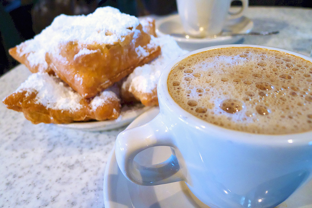 Latte and Beignets | © Kaige/Flickr