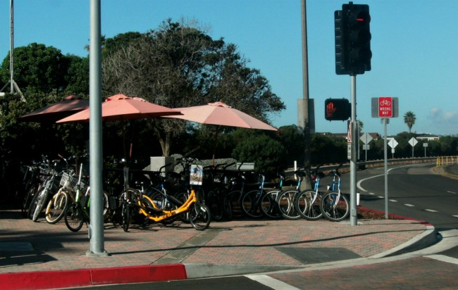 Bikes along Pacific Coast Highway |© Marie Cradle