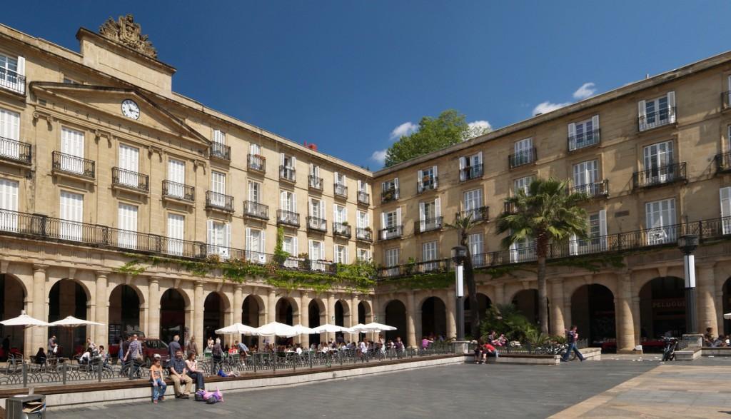 Spain, Bilbao, Casco Viejo, Plaza Nueva | © Jose Mario Pires / CC BY-SA 3.0 / Wikimedia Commons