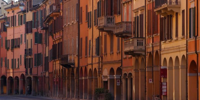 Portici in via Saragozza entro le mura | © Francobraso/WikiCommons