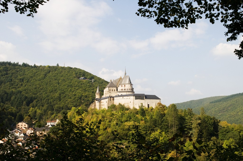 Château de Vianden is characterized as one of the most breathtaking castles of Luxembourg. © Anna & Michal / Flickr