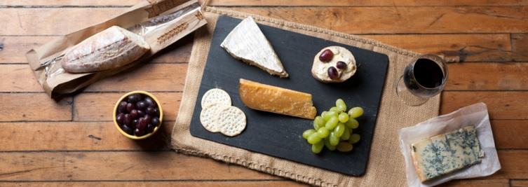 Wine and Cheese Platter | © Jordan Johnson/Flickr