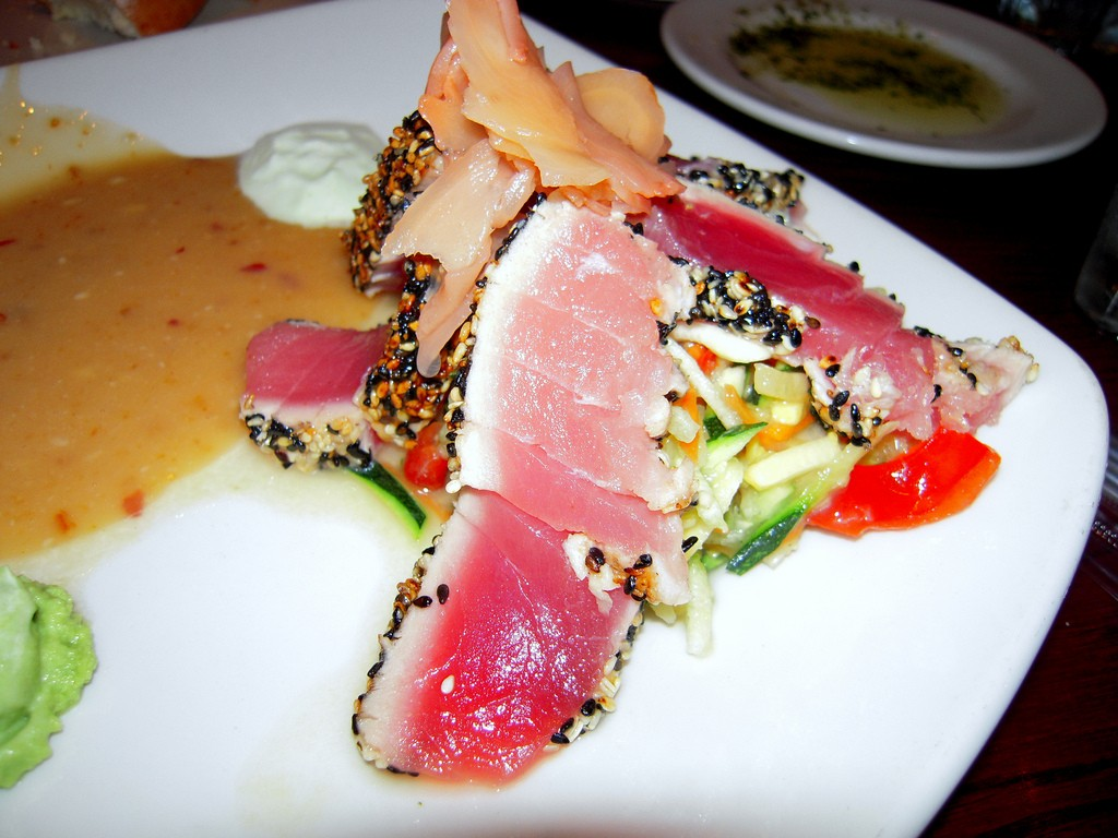 Pan Seared Ahi Tuna from Connor's Steak House | © Samson Loo/Flickr