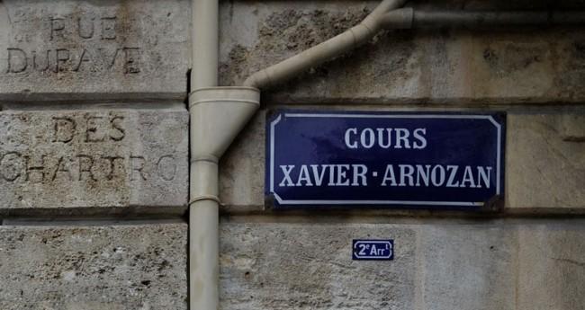 Plaque de rue, cours Xavier Arnozan à Bordeaux | © Pierre-Yves Beaudouin/WikiCommons