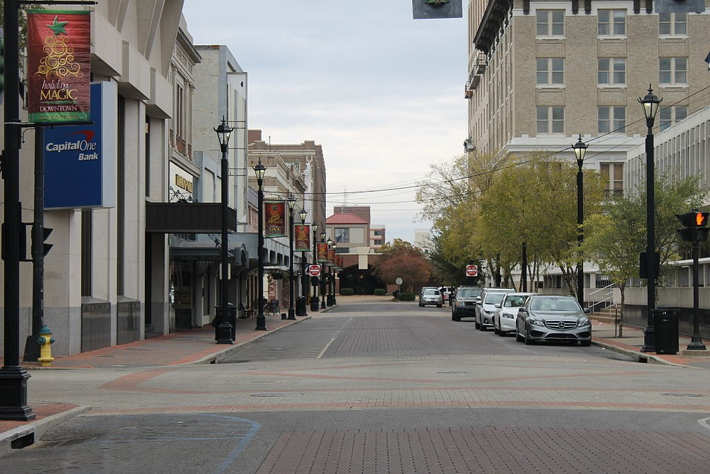 Third Street in Alexandria, LA | ©Billy Hathorn/Wikimedia