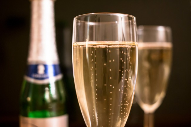 Every Wednesday, Ladies Can Enjoy the Free-Flow Prosecco |© Didgeman/Pixabay