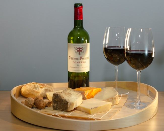 Cheese and wine | © Isabelle Puaut/Flickr