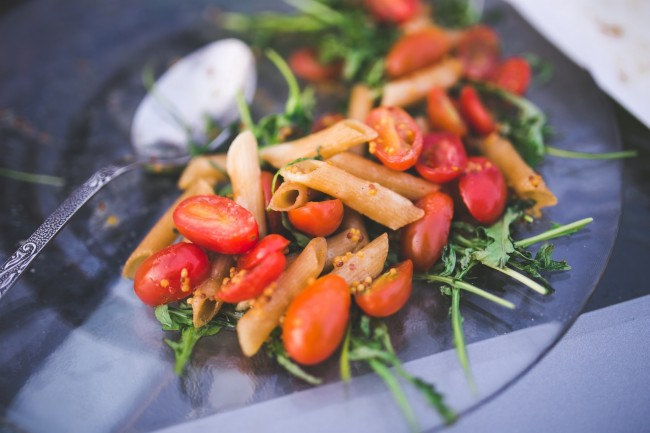 Penne Pasta with tomato and rucola| © kaboompics.com/Pexels