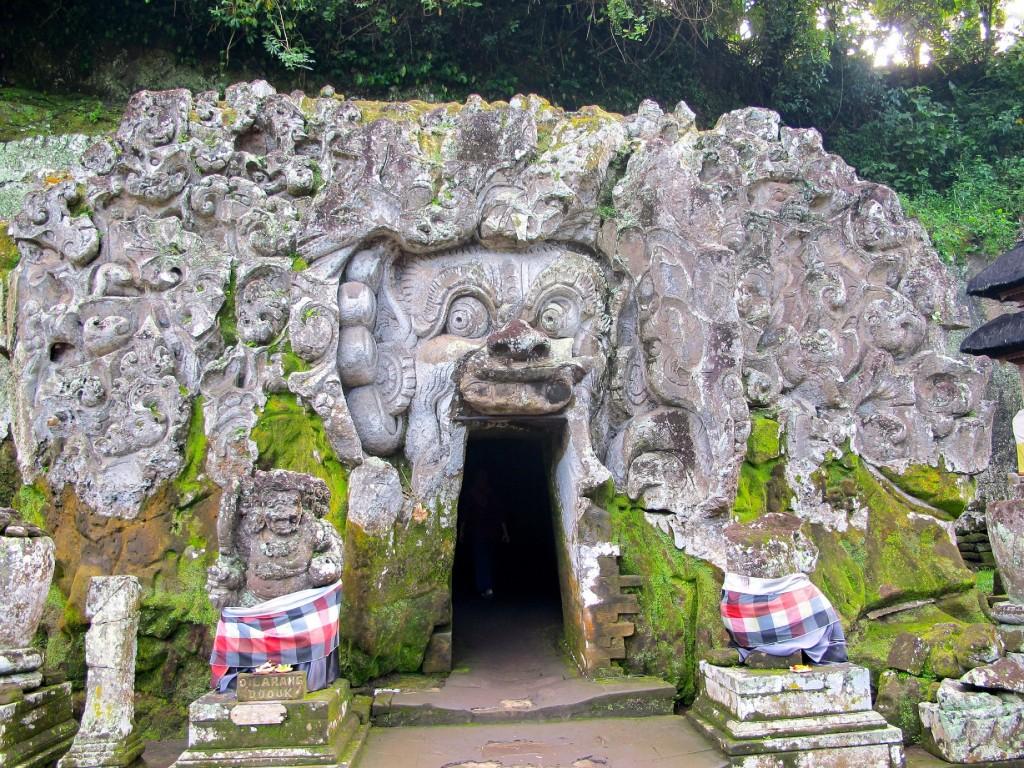 Goa Gajah Caves|©amivaa/Flickr