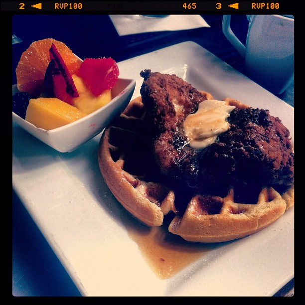 Chicken and Waffles at Hearsay Gastro Lounge | © Katie Haugland/Flickr