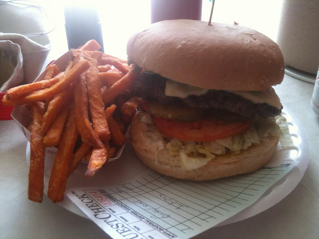 Guacamole and Swiss Burger at Hubcap Grill | © Laurence Simon/Flickr