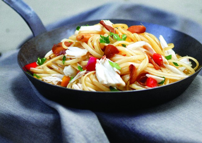 Crab Linguine Features on the Menu | © Hongreddotbrewhouse/WikiCommons