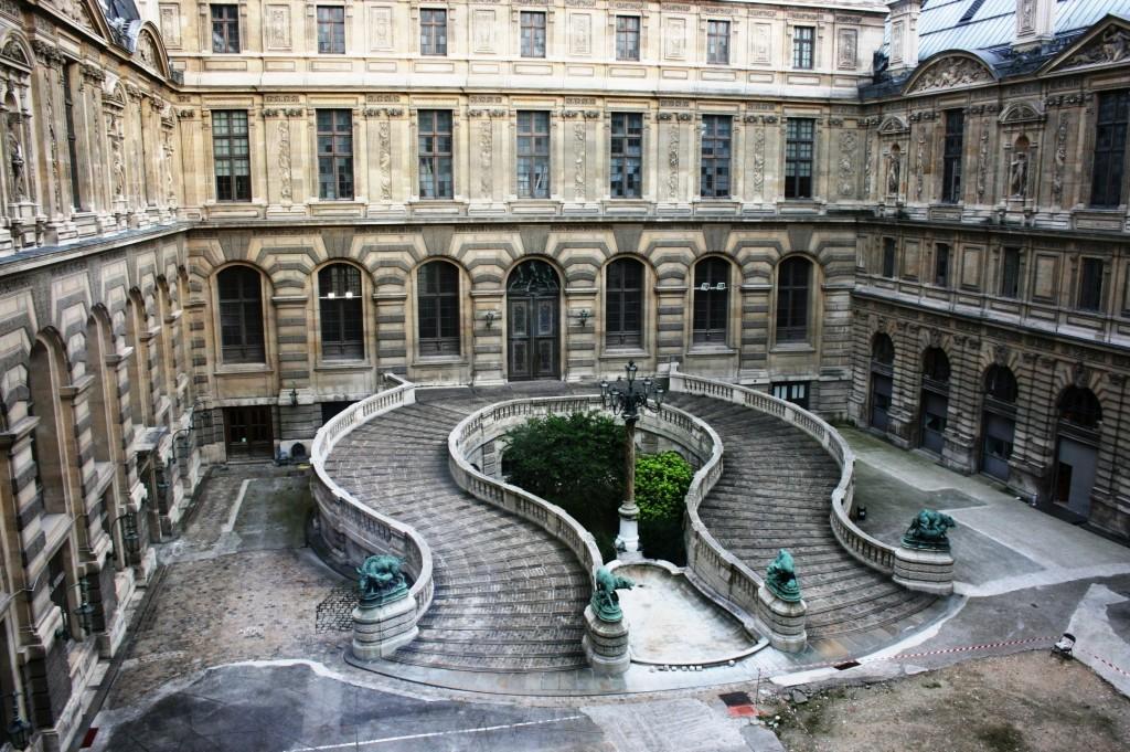 Get lost in Paris - Louvre Paris ©Pixabay