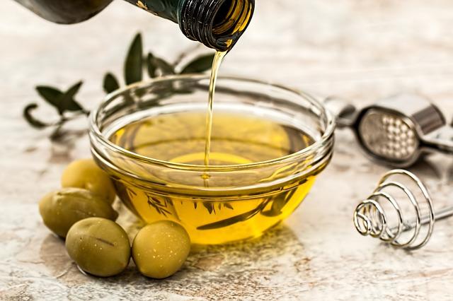 Olive oil © stevepb/pixabay