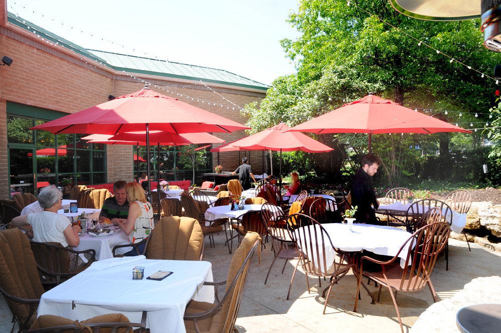 outdoor dining area ©Yaya's Euro Bistro