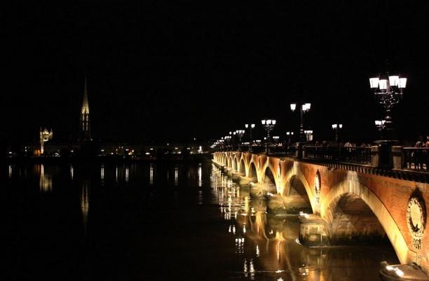 Le Pont de Pierre   © JPI/WikiCommons
