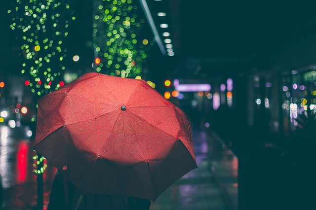 Red umbrella | CC0 StockSnap / Pixabay