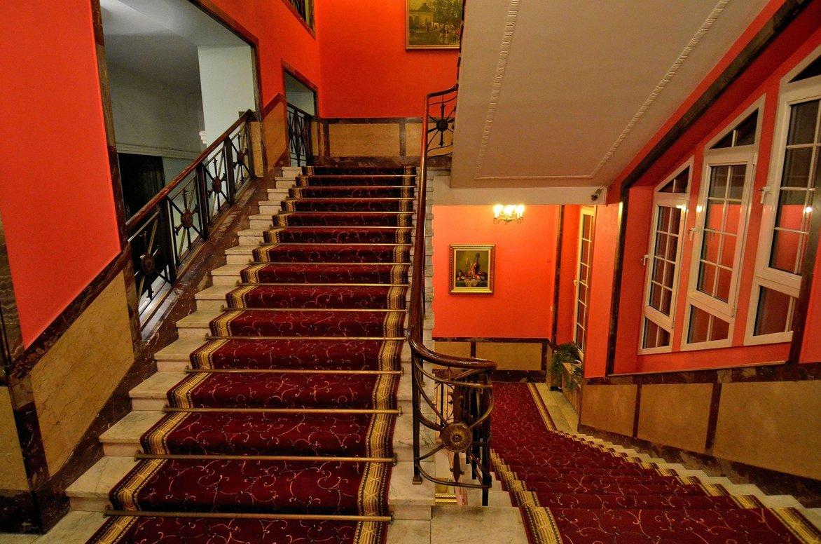 Klatka schodowa hotel grand w Łodzi | © Adrian Grycuk/WikiCommons