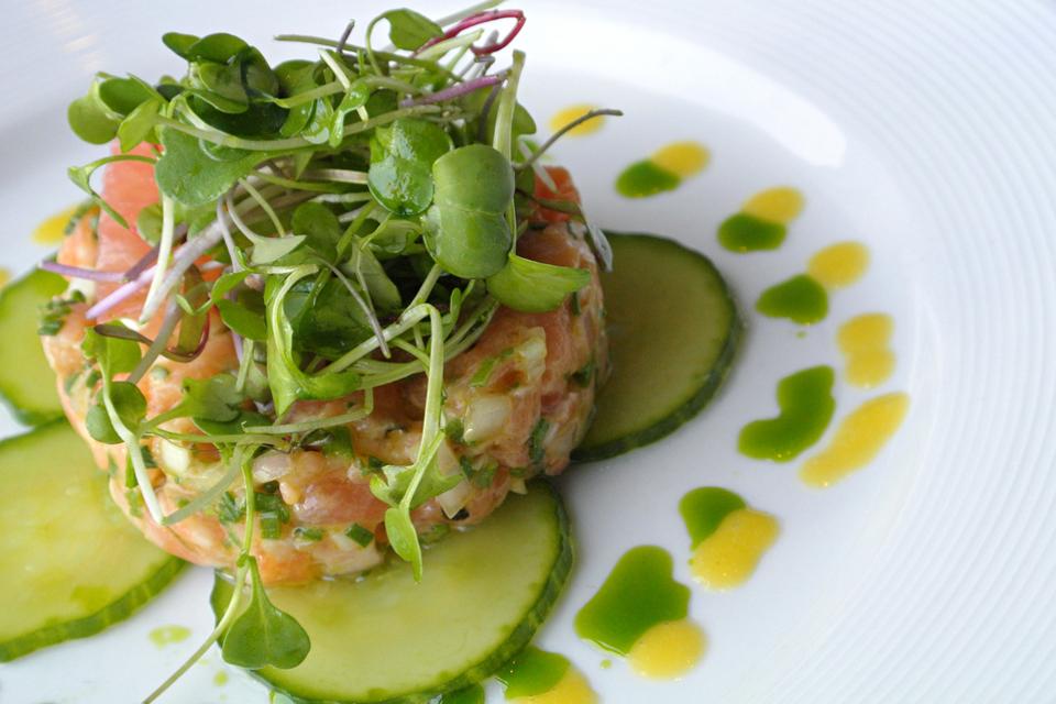 Salmon Tartare ©Étoile Cuisine et Bar