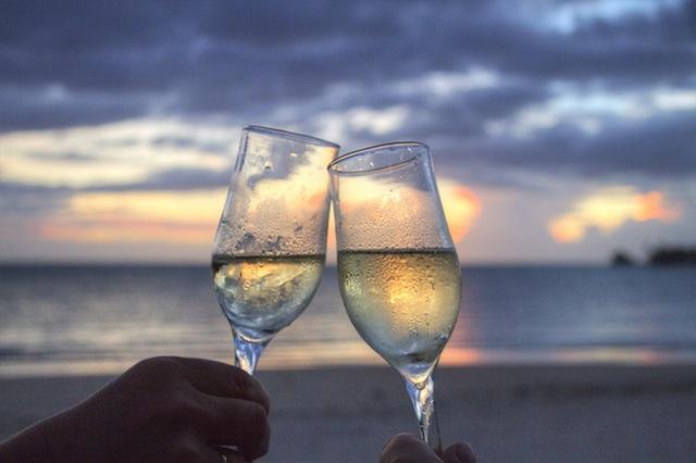 Wine on the beach| ©Pexels/Pixabay