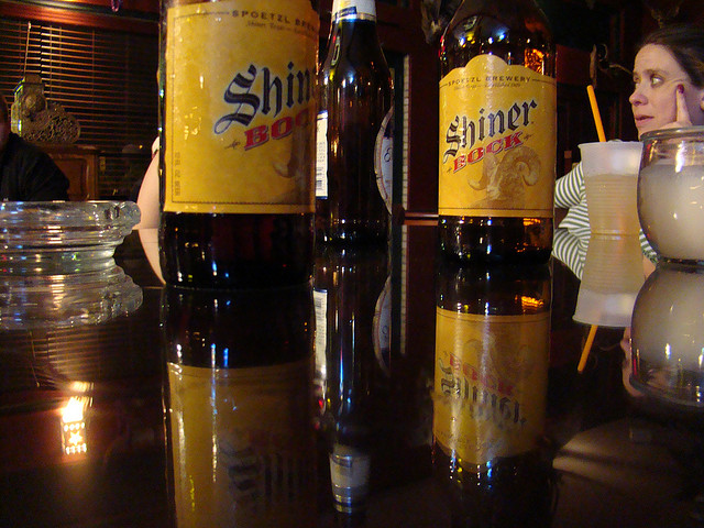 Shiner Bocks at Muldoon's | © Klobetime/Flickr