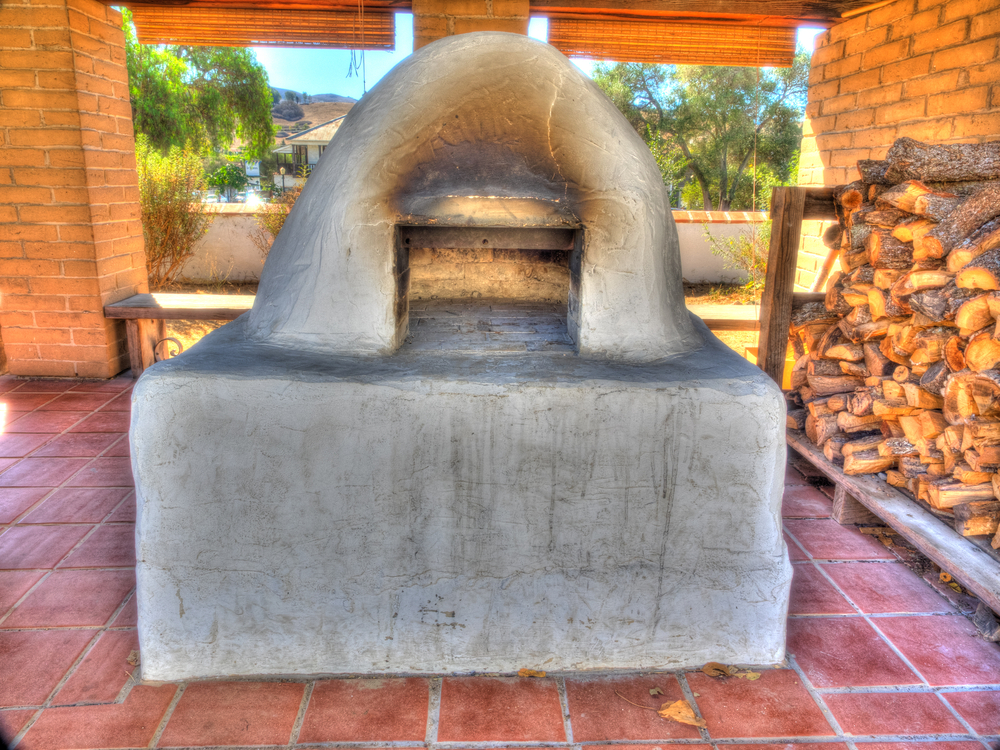 Horno is a mud adobe-built outdoor oven used by Native Americans and early settlers of North America © Mariusz S. Jurgielewicz / Shutterstock