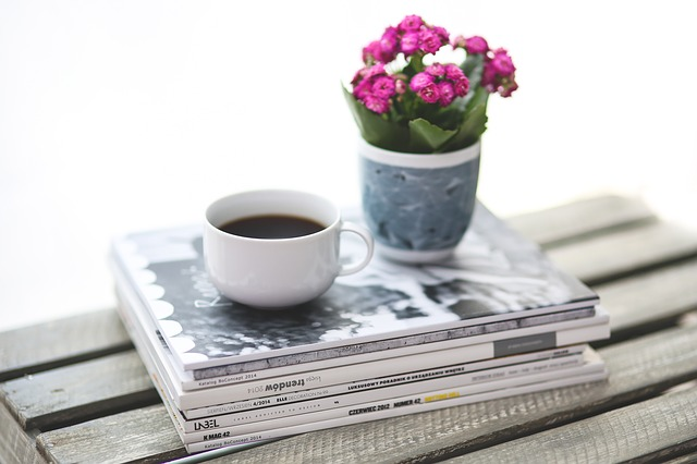 Stack, Newspaper, Magazine, Coffee © kaboompics/Pixabay