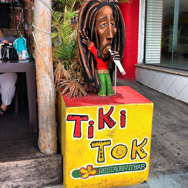 Décor at Tiki Tok|©Gary J. Wood/Flickr