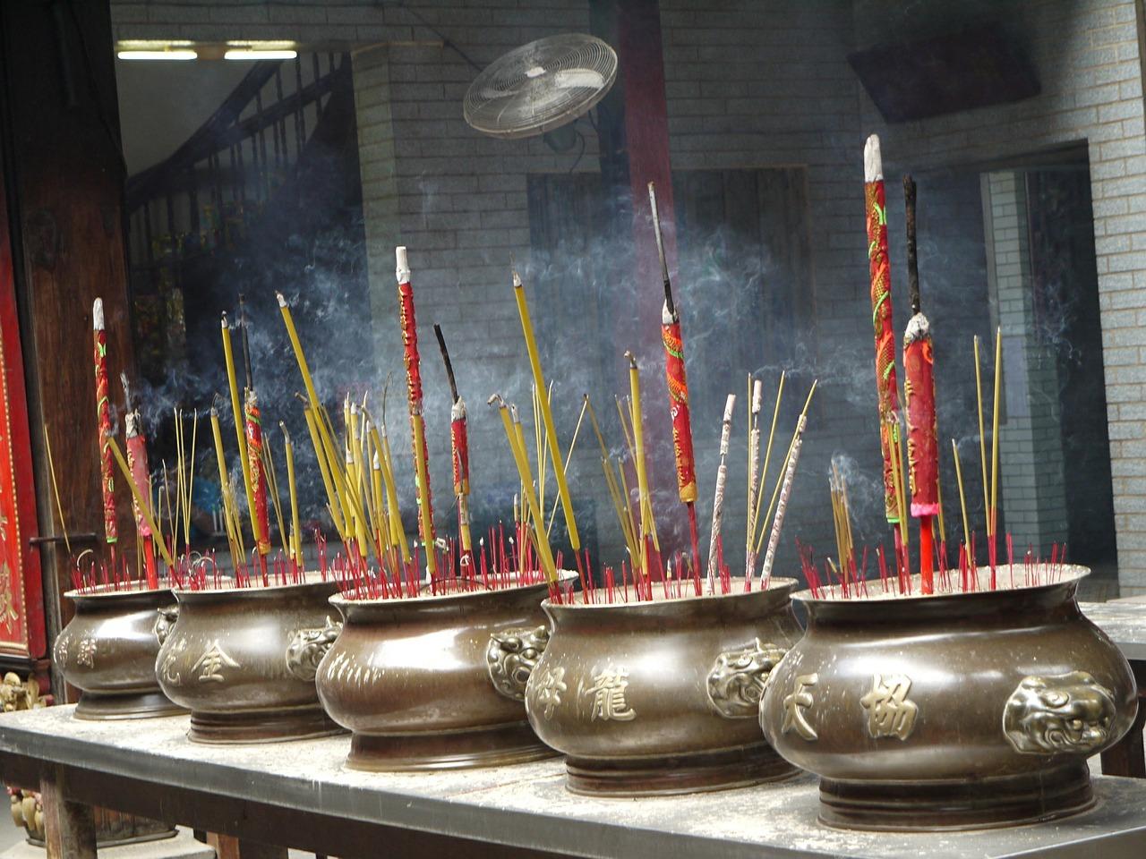 Smoke, Incense Sticks © TRIXIE / Pixabay