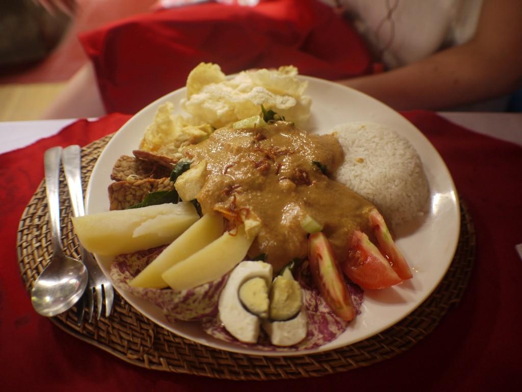 Breakfast Platter at Wayan|©robbies/Flickr