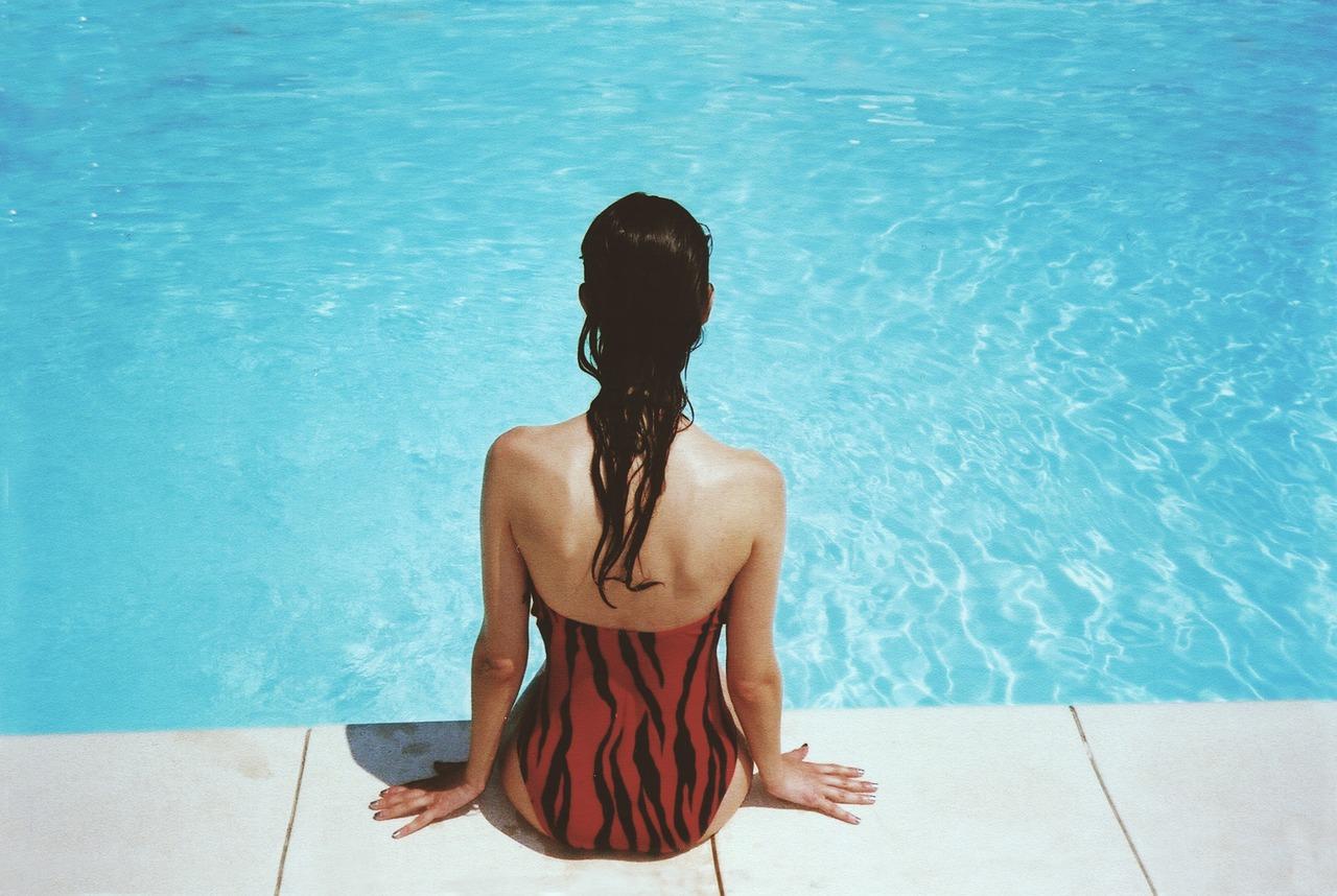 By the Pool © Unsplash/pixabay