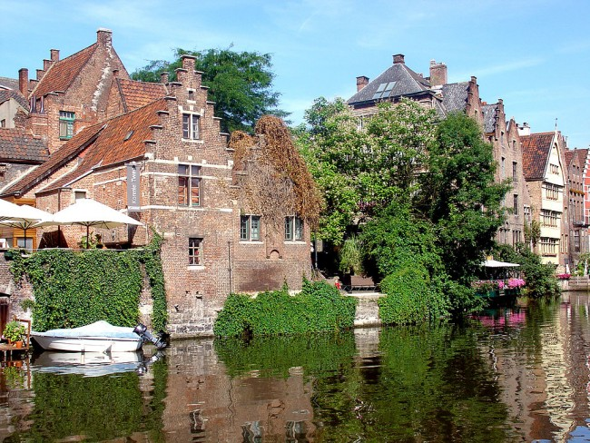 Houses by the canal | © Karelj/WikiCommons