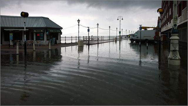 Flooded Esplanade, Penarth | © Ben Salter / Flickr