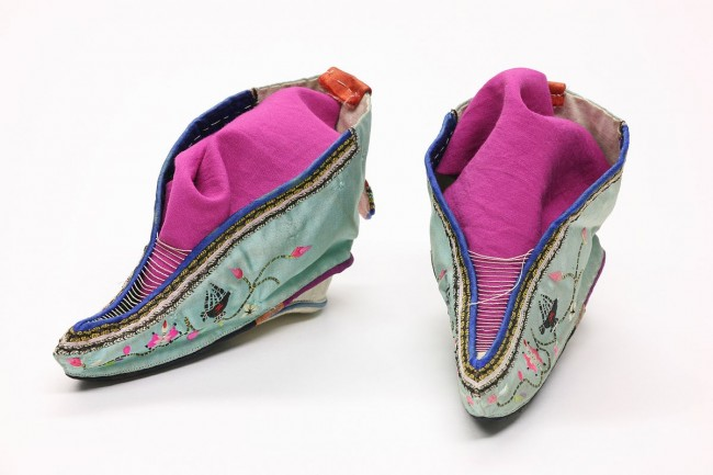 Footbinding shoes | © Daniel Schwen/WikimediaCommons