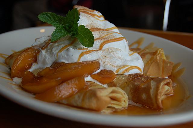 Peach crepes|©stu_spivack Flickr