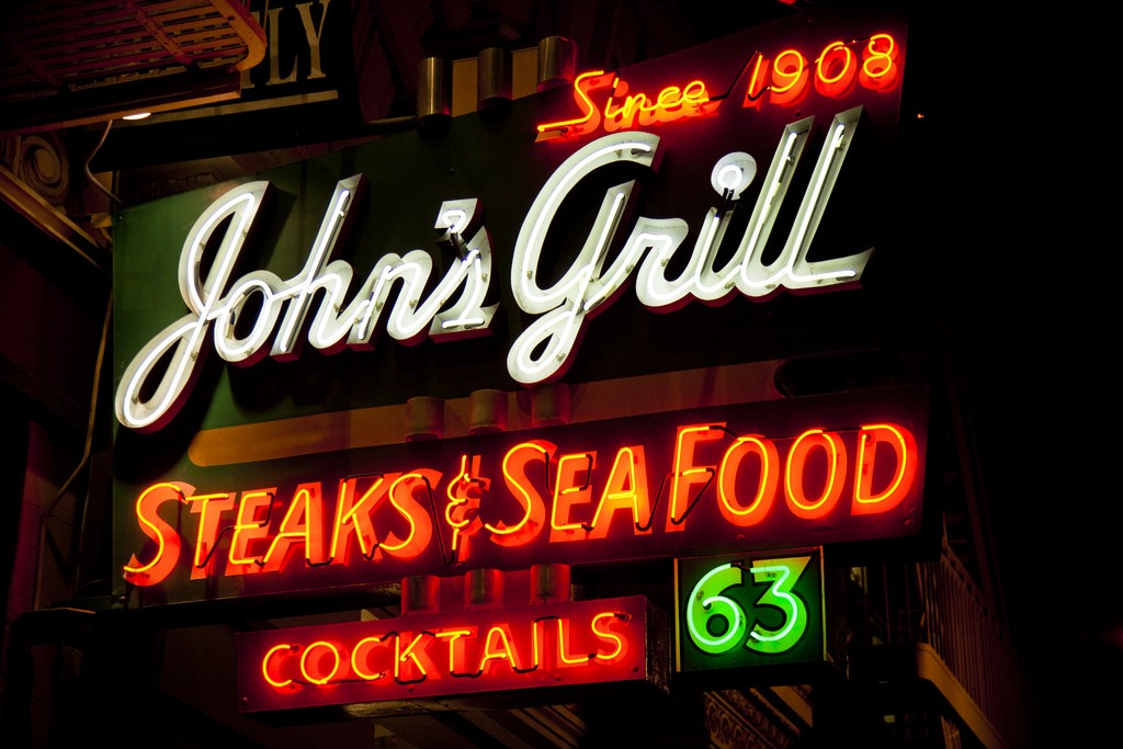 John's Grill lights up the night | © Sean Davis/Flickr