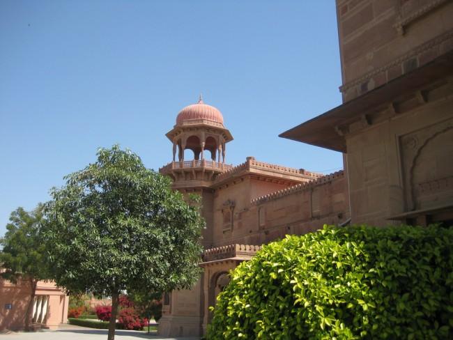 Ramgarh Palace© TJollans/Flickr