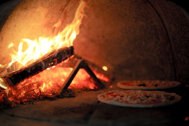 Wood Fired Pizza | © Basheer Tome/Flickr