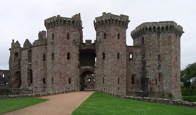 640px-Ragland_castle_t100