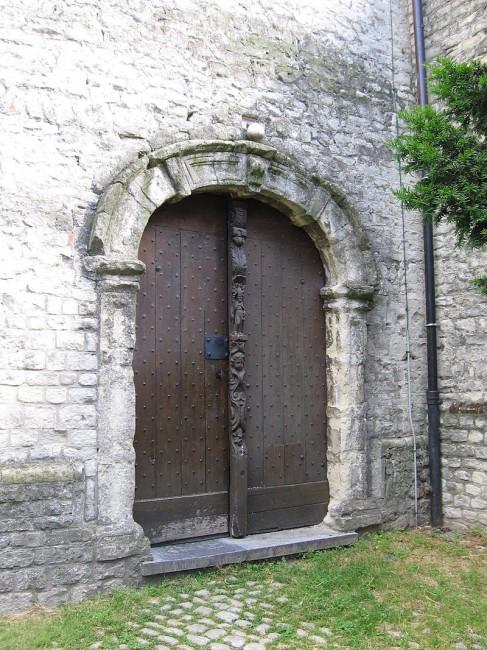 The side entrance of Saint-Lambert Church   © Grentidez/WikiCommons