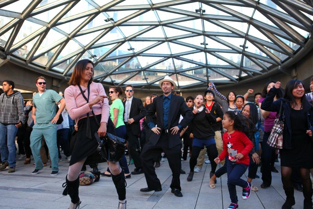 Gangnam style in Gangnam © GoToVan / Flickr