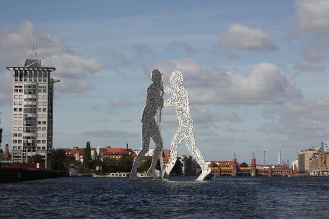 Jonathan Borofsky's Molecule Man, Berlin | © visitBerlin, Photo: Karin Willms