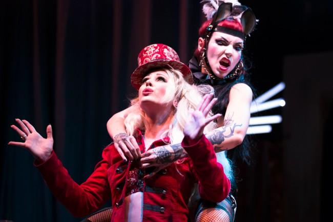 Julietta La Doll and Evilyn Frantic by Verena Gremmer, http://burlesquefotografie.de