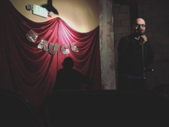 Eric Dadourian hosts SAUCE | © Steven Ray Morris
