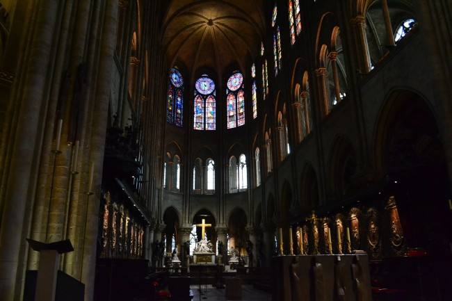 Notre Dame interior with stained-glass windows | © Hristos Fleturis